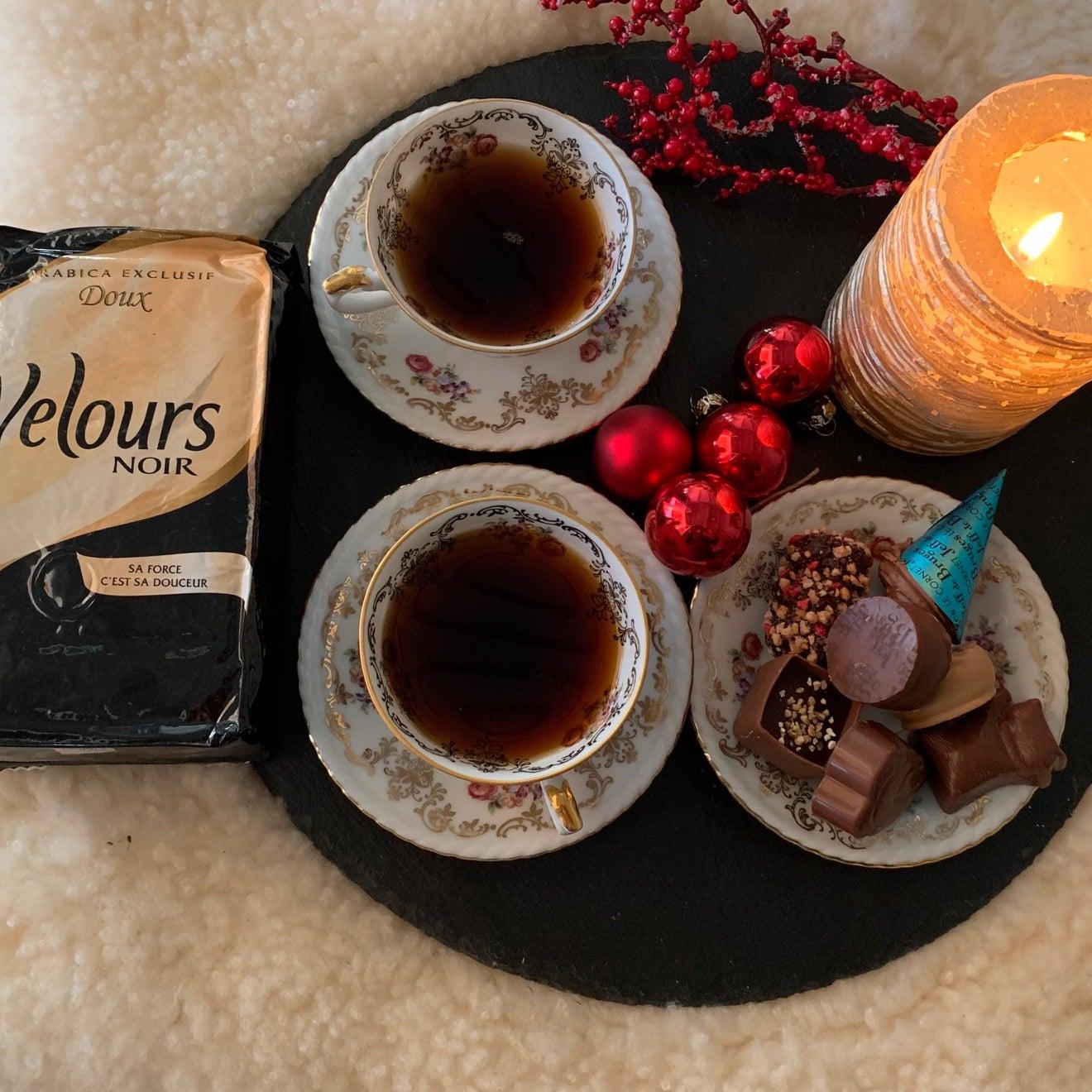 Luxe et mystère en buvant un café !